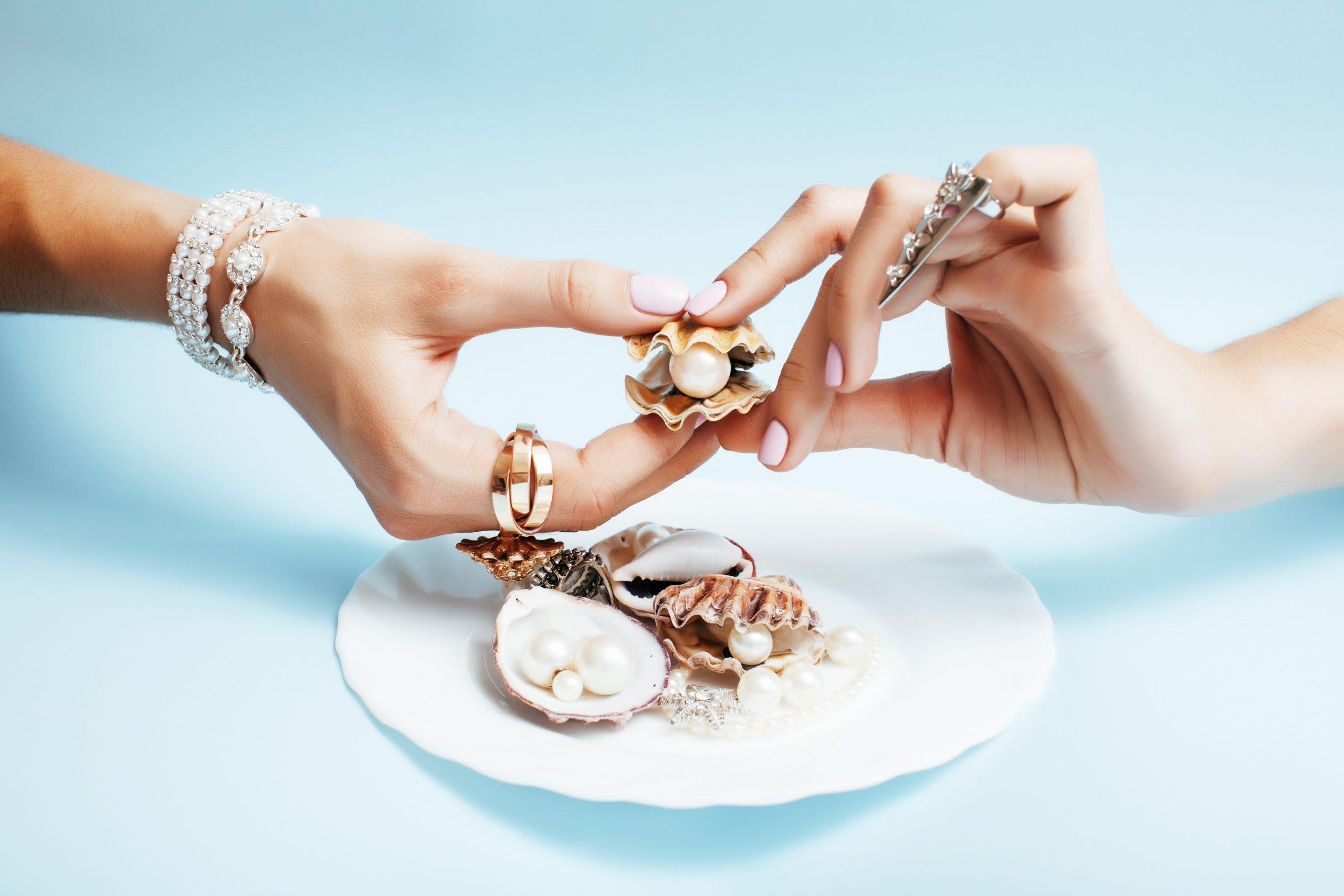 mani di perle